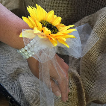 Sunflower Wrist Corsage, Sunflower Corsage, Rustic Corsage, Womans Flower Corsage Rustic wedding, Sunflower wedding, Yellow Corsage