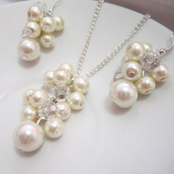 Bridesmaid Jewelry Set, Cluster Pendant, Pearl Bridesmaid Necklace and Earring Set, Ivory or White, Bridesmaid Necklace Set Wedding Party