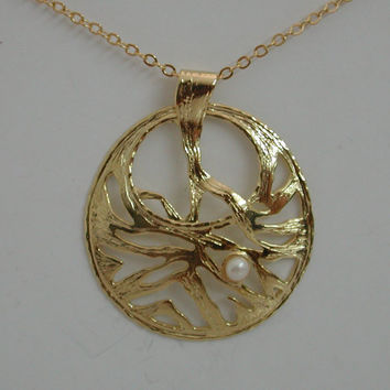 Circle Necklace Round White Pearl Pendant Filigree 18k Yellow Gold Plated On Brass Jewelry