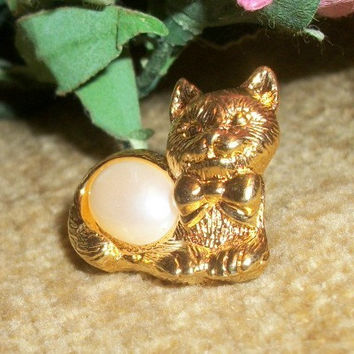 Cat Kitten Feline Lapel Tack Hat Pin Collectible Vintage Avon Signed Jewelry Gold Tone Metal Faux Pearl Cabochon Fun Playful Fashion Jewelr