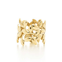 Tiffany & Co. - Paloma Picasso® Olive Leaf band ring in 18k gold.