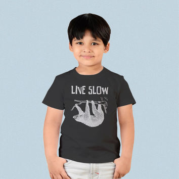 Kids T-shirt - Sloth Hanging Live Slow Die Whenever