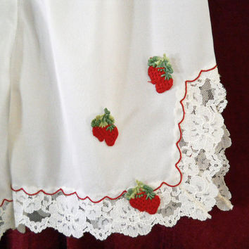 PettiPants - Vintage 1960s Nylon Panties - Strawberries!