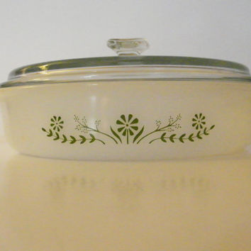 Vintage Kitchen GLASBAKE 8 Inch Round Casserole Cake Roll GREEN DAISY Covered Glass Lidded Dish Ovenware Retro Mid Century Kitsch Glasswear