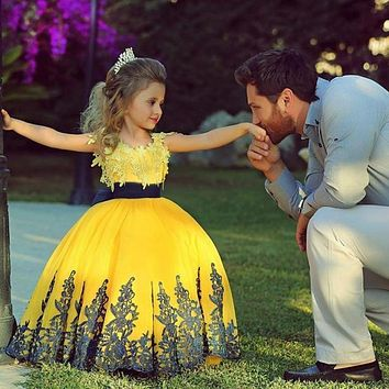 Girls Pageant Dress for Little Girls 2015 Cute Bright Yellow Ball Gown Appliques Flower Dresses floor length toddler OS29