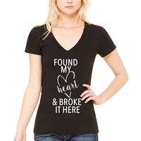 """Ed Sheeran """"Castle on the Hill - Found my heart and broke it here"""" V-Neck T-Shirt"""