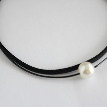 White pearl leather choker necklace, pearl choker necklace, layered choker necklace, pearl layer choker necklace, layered necklace