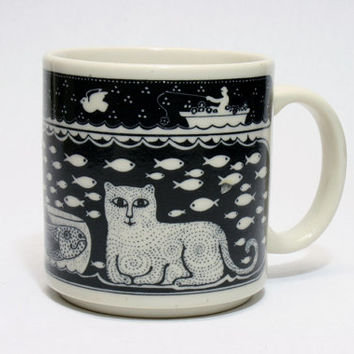 Tayor & Ng Happy Cat and Fish Coffee Cup Mug in Fine Condition San Francisco Kitchenware Pottery Ceramic Modern Graphic