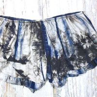 WALK THIS WAVE TIE DYE SHORTS IN CHARCOAL