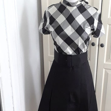 1950s Dress. Black & White, Graphic, Huge Belt, Back Tie, Size Small, 35B/27W