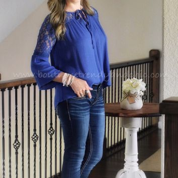 STITCH OF LACE BELL SLEEVE TOP