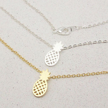 2017 New Arrival Gold and Silver Dainty Pineapple Pendant Necklace for Women
