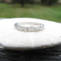 Lovely 1930's Art Deco 18K Diamond Wedding Band - Hand Engraved 1931 - Fiery Diamonds - Great Design