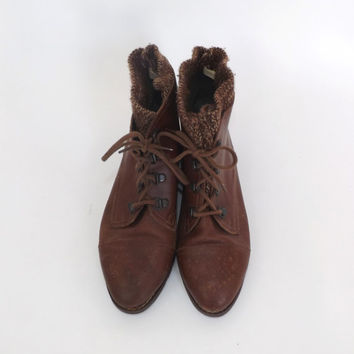 Vintage Size 8.5 Chestnut Brown Leather Lace Up Ankle Boots 90s Womens Boho Grunge Hipster Wool Lined Lace up Booties Winter Mountain Boots