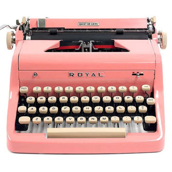 1955 Pink Royal Quiet De Luxe Typewriter with Original Case / Vintage Metal Ribbon Spools