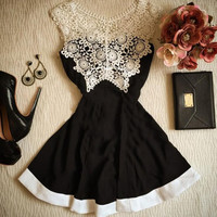 Fashion solid color stitching lace dress
