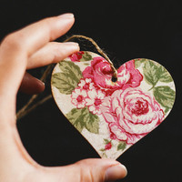 "Free shipping - Tiny rustic style wooden heart decoration ""Valentine's Day"" - Handmade, wedding decor, pink roses, Valententine's Day"