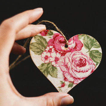 """Free shipping - Tiny rustic style wooden heart decoration """"Valentine's Day"""" - Handmade, wedding decor, pink roses, Valententine's Day"""