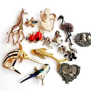 Vintage Animal Brooch Lot Instant Collection Figural Flamingo Mouse Fish Bird Horse Giraffe Bug Insect Wear Repair Resell Broach Pin