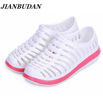 JIANBUDAN Couples hole shoes / women sandals, garden shoes female models shoes, summer