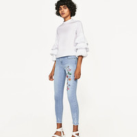 MID-RISE JEANS WITH FLORAL EMBROIDERY DETAILS