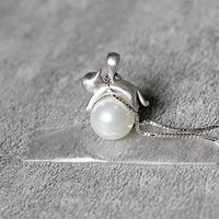 Pearl Cat Pendant Necklace, Sterling Silver Cat Pendant Necklace,White Pearl necklace,Cat necklace,Pearl jewelry,Cat jewelry,gifts for her