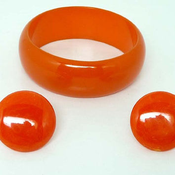 Tangerine Orange Bakelite Bracelet and Button Earrings - Vintage Screwbacks