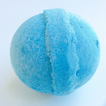 MAN BOMB/5 oz. Bath Bomb/Smell like a Man Bomb/Soapie Shoppe / Haywood Mall
