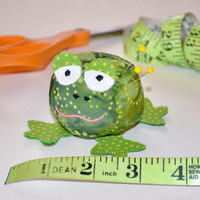 Green Frog Pincushion, Fabric Pincushion, Novelty Pincushion, Hand Sewn, Sewing accessory, Quilting accessory, Embroidery, Pins & Needles