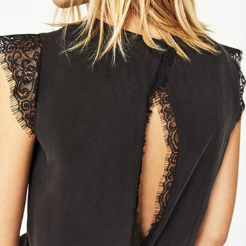 CROPPED TOP WITH OPEN BACK DETAILS