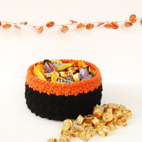 Halloween candy bowl, large black and orange Halloween candy holder, minimalist Halloween decor, Halloween party decoration, crochet bowl