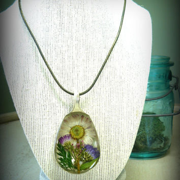 Real Flower Necklace, Spoon Pendant, Pressed Flowers In Resin, Daisy and Wildflower Jewelry, Spoon Jewelry, Gift for Gardeners, Nature Lover