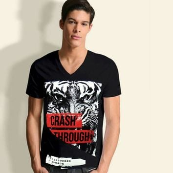 TIGER HEAD ANGRY WILD CAT ANIMAL NOMADE MEN'S BLACK V-NECK GRAPHIC T-SHIRT