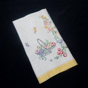 1960s Vintage Ivory Linen Hand Embroidered Fruit Guest or Tea Towel, 25 x 16.25, Gorgeous Fruit Embroidery, Vintage Linens, Vintage Towels