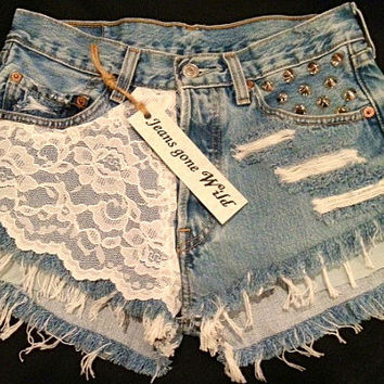 High waist Daisy Duke destroyed shorts with lace. Size S/M/L/XL