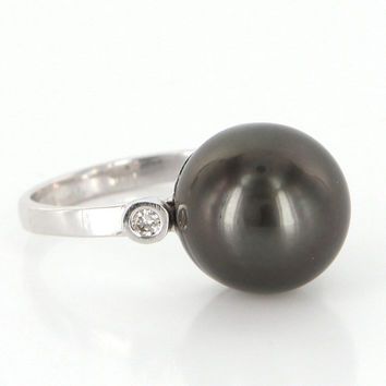Vintage 18 Karat White Gold Diamond South Sea Tahitian Cultured Pearl Cocktail Ring