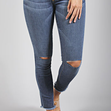 raw edge distressed skinny jean