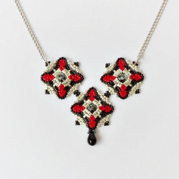 Geometric necklace, silver black red beaded necklace, Swarovski rivoli crystal pendant, beadwork necklace, modern jewelry, gothic necklace