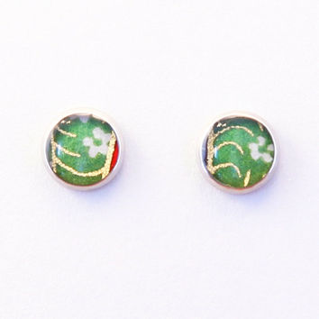 Green round studs, Japanese earrings, floral jewelry, small earrings, washi paper, Chiyogami, nature, hypoallergenic surgical steel, resin