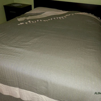 Dark green colour zig zag patterned Turkish soft natural cotton bed cover, blanket, bedspread, throw.