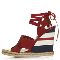 **TOPSHOP UNIQUE Folded Strap Wedge Sandals - Red