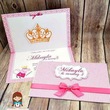 10 princess Peppa Pig Invitation! Crown and name in 3D cut and pop up! We make in any themes!