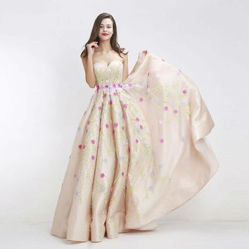 Champagne Prom Dresses Vintage Off the Shoulder Sweetheart Appliques Beading Ball Gowns Party Dress