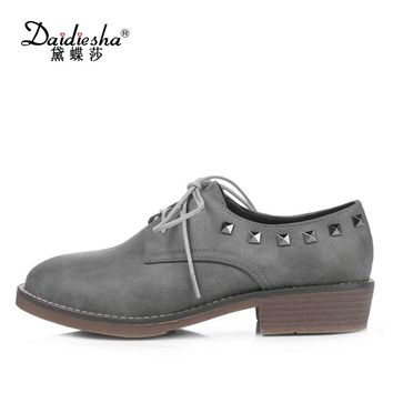 Daidiesha Spring British Style Oxfords Shoes Women Casual Flat Shoes Lace-Up Moccasin Womens Shoes Rivet Flat Footwear Black
