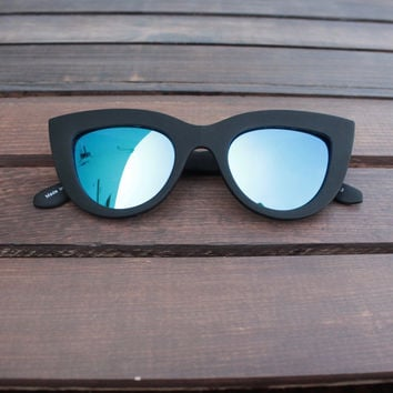 FINAL SALE - quay - kitti cat-eye sunglasses black with blue mirror lens