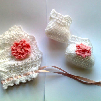 Baby Girl Crochet Hat, Newborn hat,Infant crochet hat, Baby Girl Beanie with Baby shoes made in white with pink crochet  flower detail
