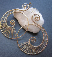 Nouveau 46 Hammered spiral shape earrings
