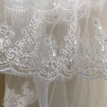 Fashionable Tulle White Ivory Two Layers Wedding Veils Sequins Edge Comb Wedding Accessories Short Bridal Veil