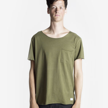 Basic Raw-Cut Elongated Short Sleeve Tee in Olive Army