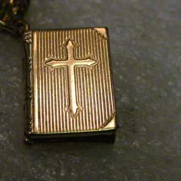 """Vintage 14kt Solid Gold Hinged Bible Charm or Pendant with Cross on Cover, Lord's Prayer. 2.25 gr. 2/3"""" tall, signed MR"""